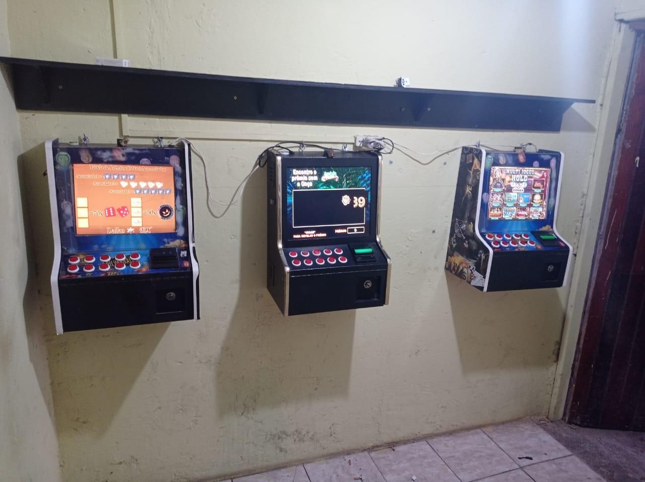 Polícia encontra máquinas caça-níqueis em bar de Sorocaba