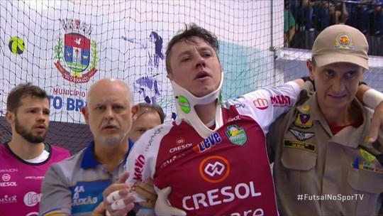 Goleiro do Marreco Futsal leva bolada no rosto e deixa jogo da LNF com colete cervical