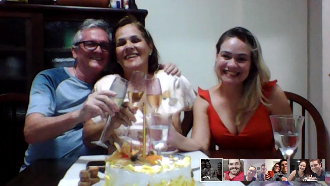 'Mesmo distantes, estamos juntos', diz aniversariante em RO que reuniu família por videochamadas