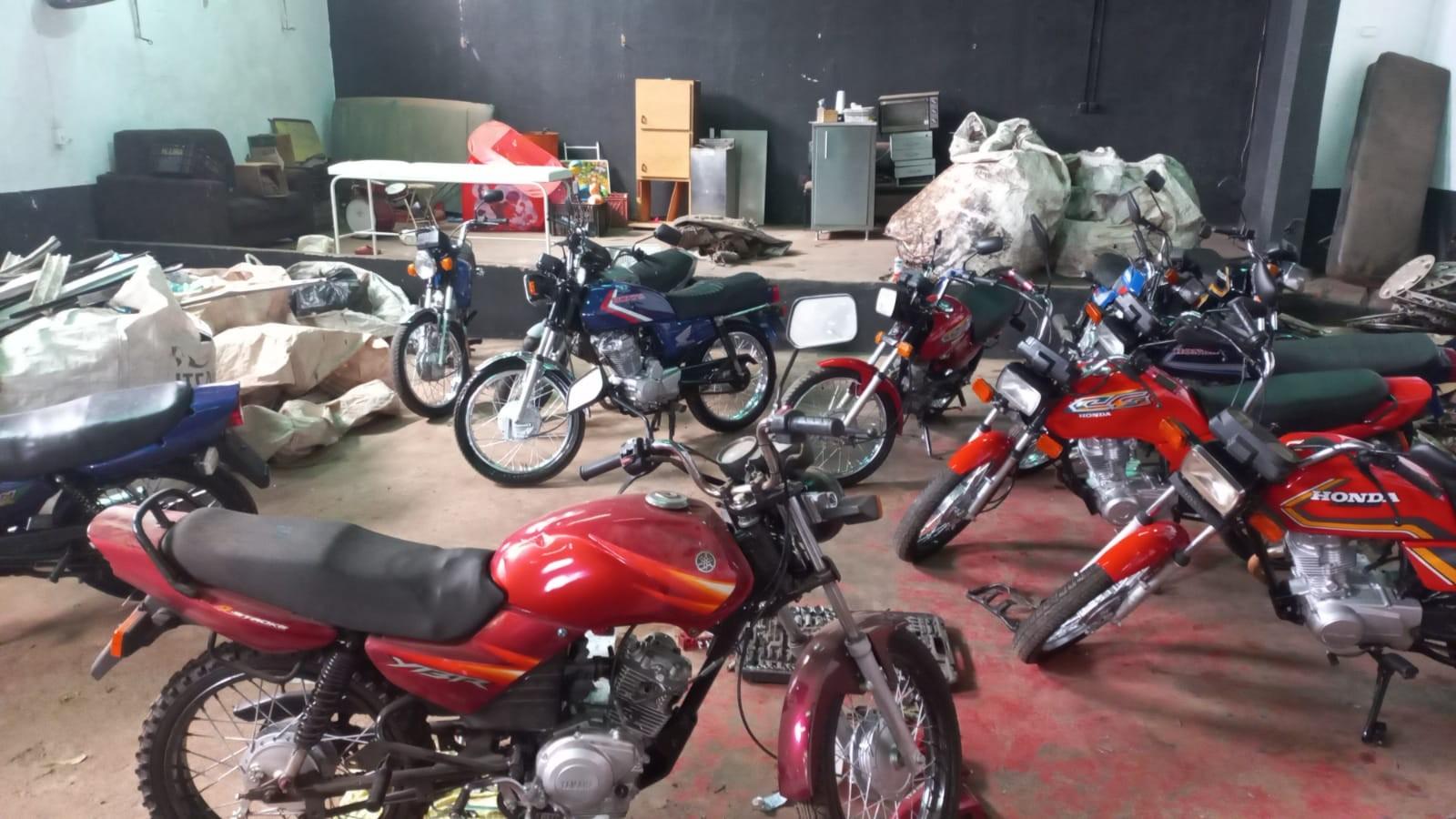 Três homens são presos por adulterar placas de motos e vendê-las nas redes sociais