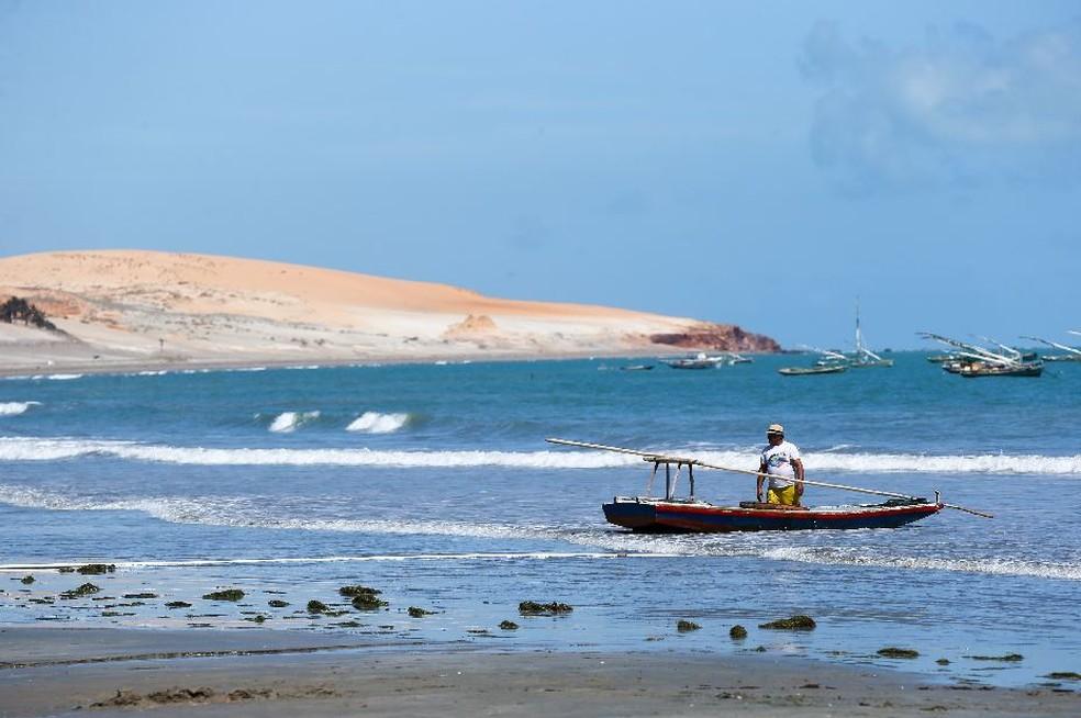 Defensoria Pública demanda auxílio emergencial a pescadores e marisqueiras afetados pelas manchas de óleo no Ceará.  — Foto: Helene Santos/Sistema Verdes Mares