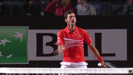 Djokovic salva match points, resiste a Del Potro em duelo de 3h e avança à semifinal em Roma