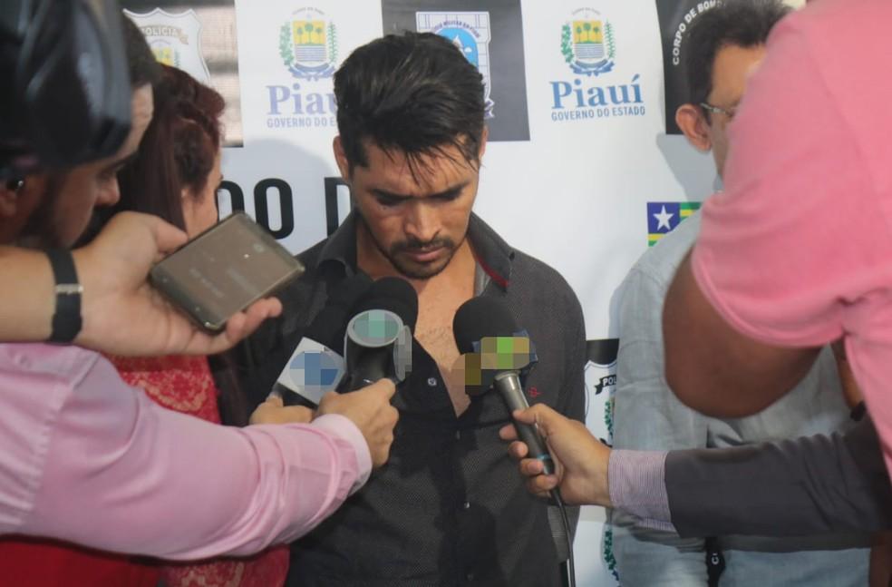 Deivid falou à imprensa ao ser apresentado após a prisão. — Foto: Lucas Marreiros/G1 PI