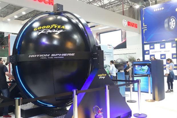 Simulador Goodyear no Salão do Automóvel 2018 (Foto: Maria Clara Dias/ Autoesporte)