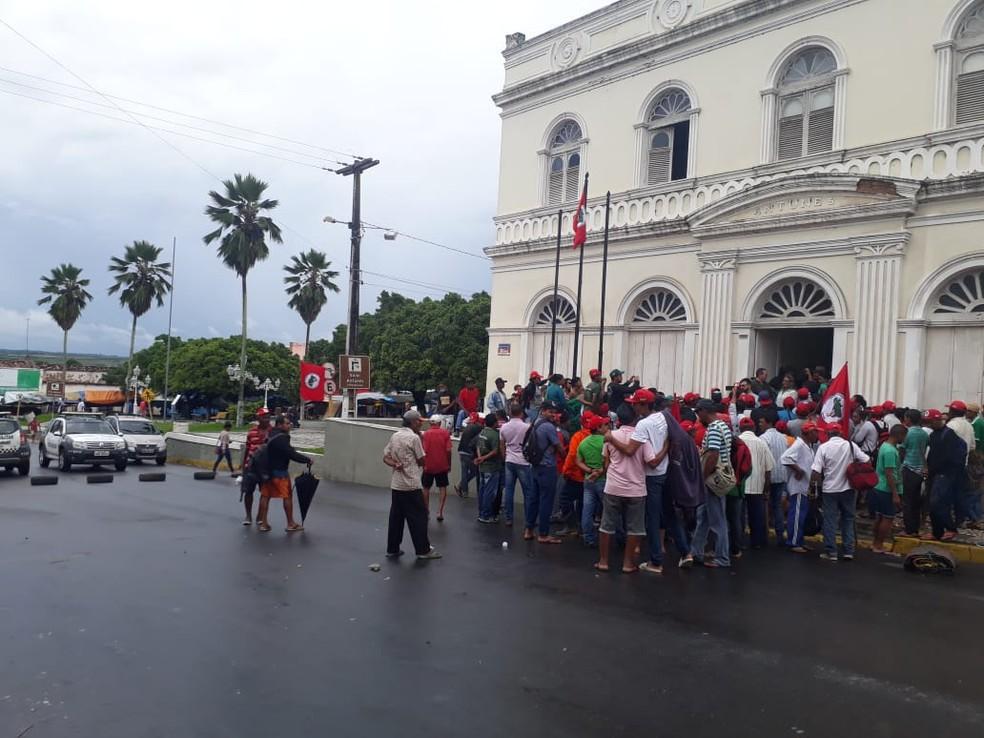 Prefeitura de Ceará-Mirim foi ocupada por manifestantes do MST (Foto: Cedida)