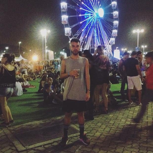 Caio Moreira, de 22 anos, usou uma saia para ir ao Rock in Rio 2015 (Foto: Arquivo Pessoal)