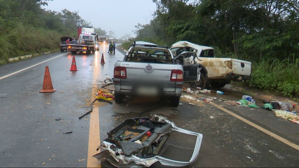 Acidente na BR-364 no Km 43, em Vilhena, deixou quatro mortos.  — Foto: Ricardo Araújo/Rede Amazônica