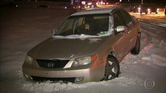 Do outro lado dos EUA, nevasca surpreende e causa 8 mortes