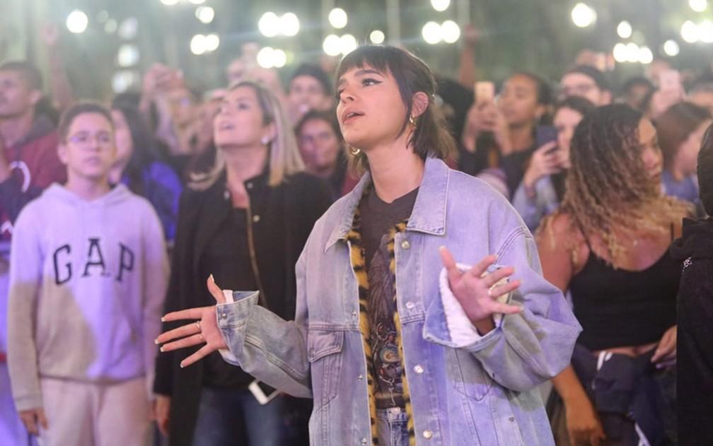Bruna Marquezine desce do palco e assiste a show da Virada Cultural — Foto: Fábio Tito/G1