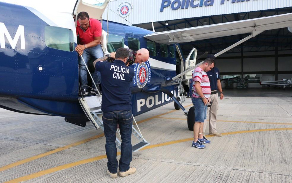 Bandidos serão ouvidos e levados para sistema prisional (Foto: Alberto Maraux/SSP-BA)