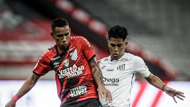 Lance de Athletico x Santos