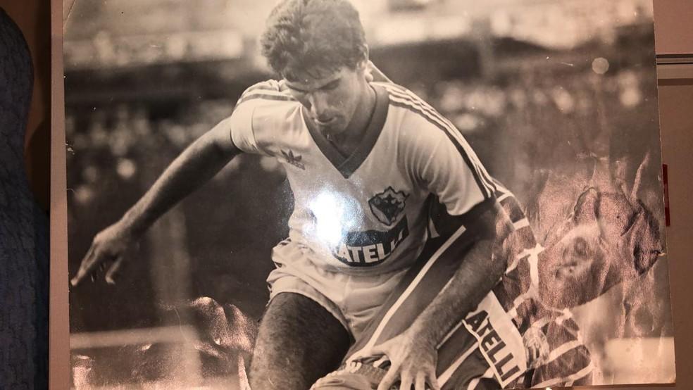 Amadeu na lateral esquerda em tempos de futebol baiano  — Foto: Reprodução
