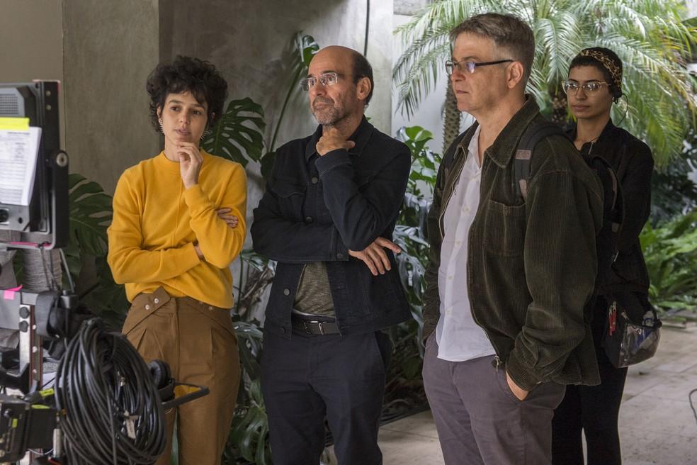 Luisa Lima (Diretora), George Moura e Sergio Goldenberg (Autores) nos bastidores da gravação. — Foto: Fábio Rocha/ Globo