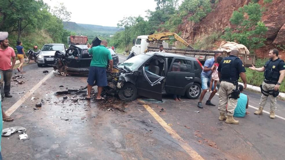 4dc05b8e6c ... Um homem morreu e três pessoas ficaram feridas após colisão frontal no  Sul do Piauí —