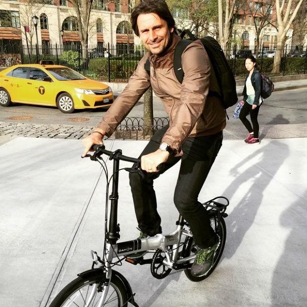 Murilo Rosa andando de bicicleta em Nova York (Foto: Instagram / Reprodução)