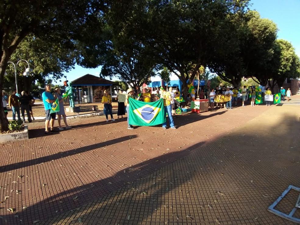 Manifestantes se reuniram em Sorriso, a 420 km de Cuiabá — Foto: Bruno Bortolozo/TVCA