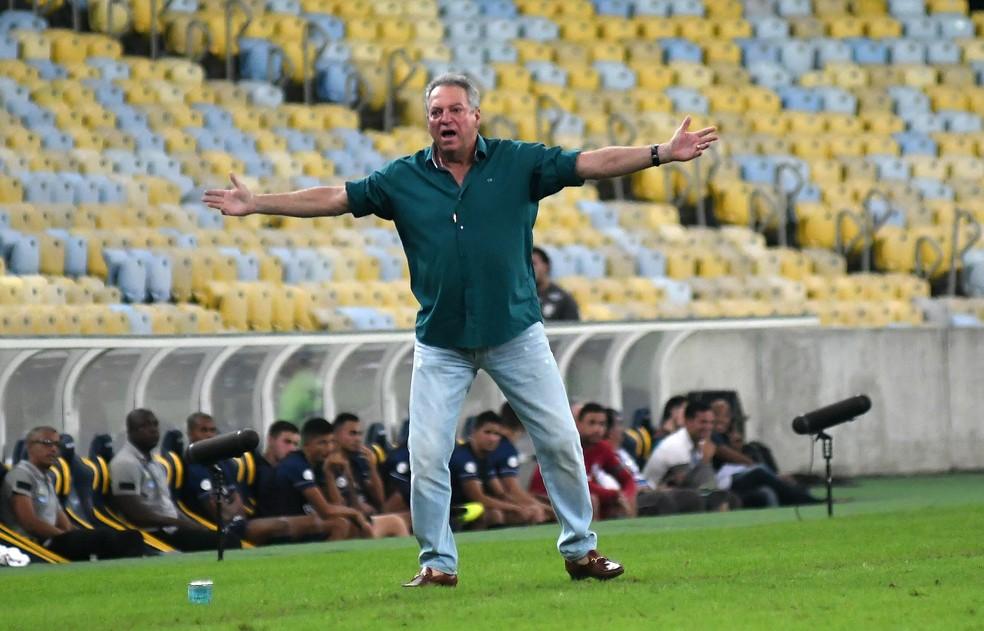 Abel Braga voltou a ganhar força no Flamengo. Treinador está na mira do Santos — Foto: Alexandre Durão