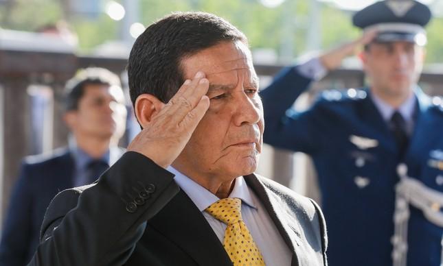 O vice Hamilton Mourão em visita a quartel da PM em Curitiba