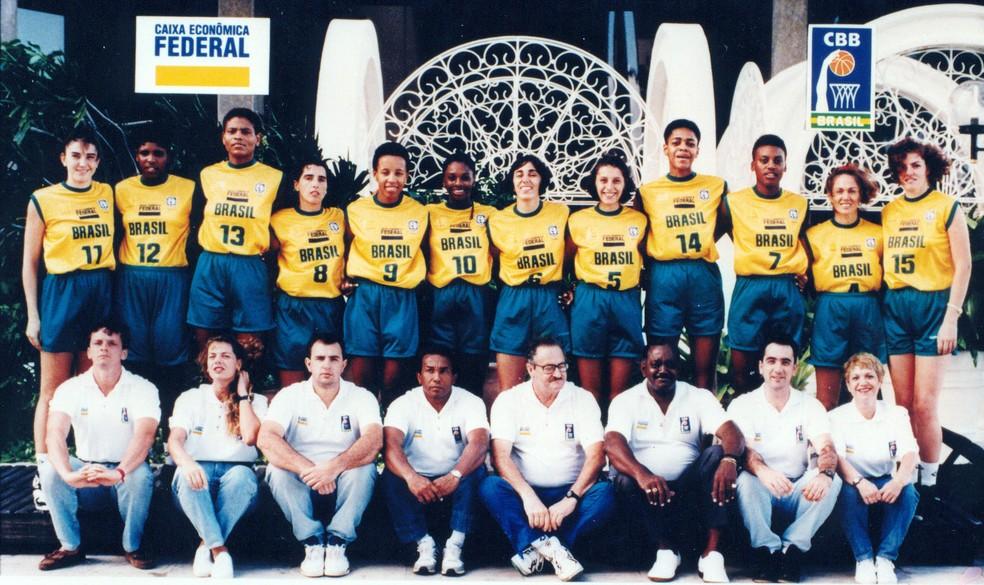 Ruth de Souza na equipe campeã mundial de 1994 — Foto: Acervo CBB