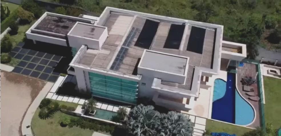 Imóvel comprado pelo senador Flávio Bolsonaro tem 2,4 mil metros quadrados de área total — Foto: Divulgação