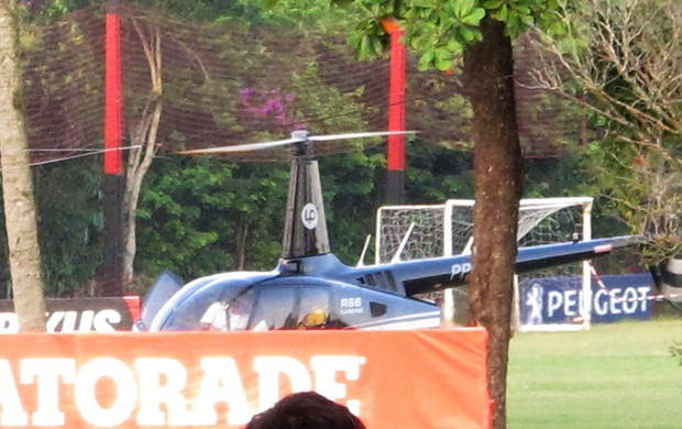 Curtinha: Léo Moura deixa Ninho do Urubu de helicóptero após o treino