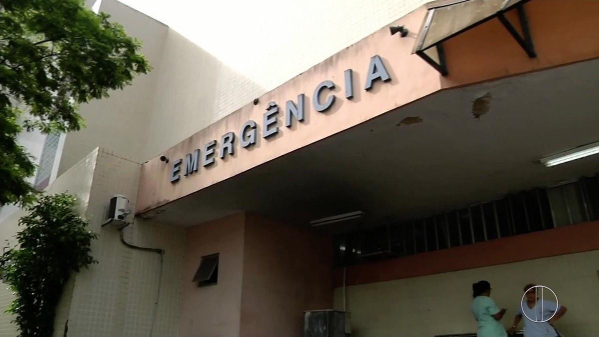 Pacientes reclamam de superlotação e atendimento em hospital de Campos, no RJ