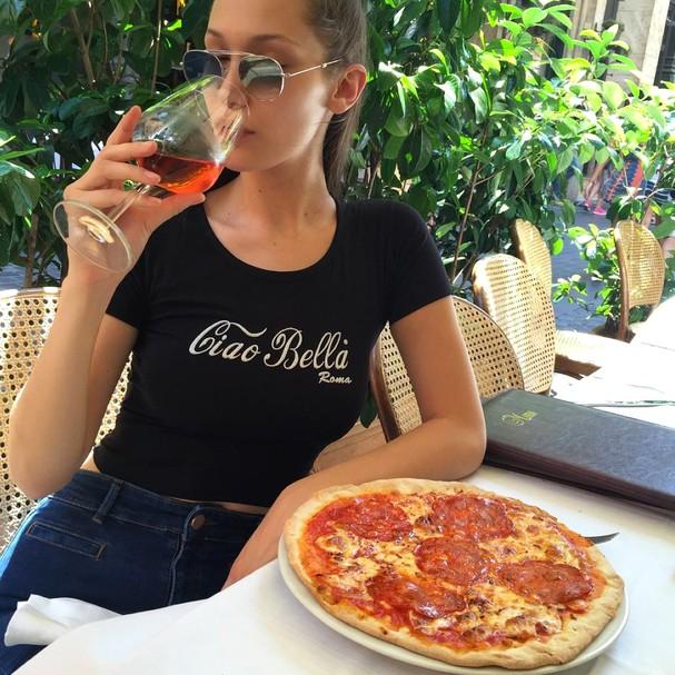 Bella Hadid <3 pizza (Foto: Instagram/Reprodução)