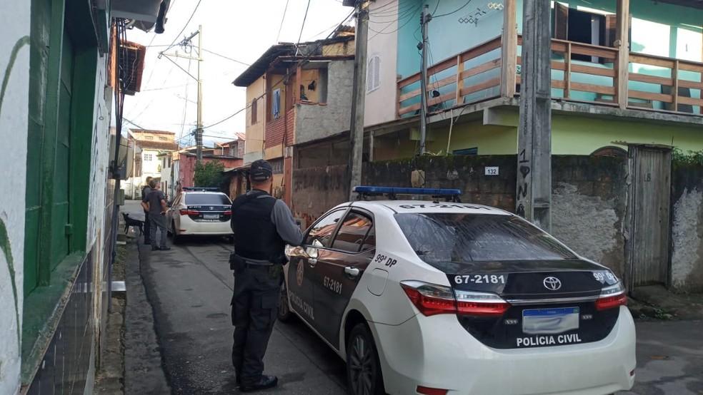 Policiais durante ação em Paraty — Foto: Divulgação/Polícia Civil