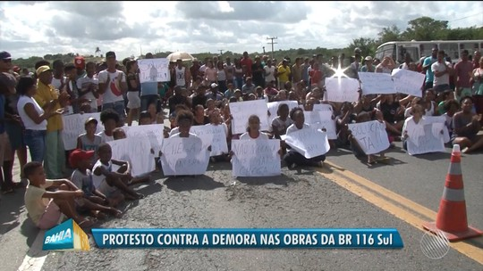 Moradores de Antônio Cardoso pedem melhorias em rodovia e fazem protesto na Bahia