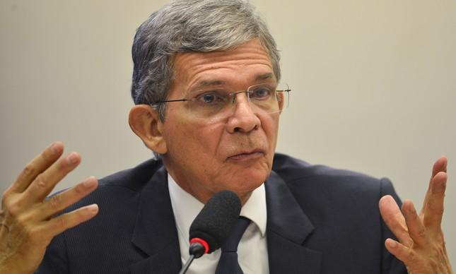O general da reserva Joaquim Silva e Luna, indicado para assumir a Presidência da Petrobras, participa de audiência na Câmara dos Deputados enquanto diretor-geral da Itaipu Binacional