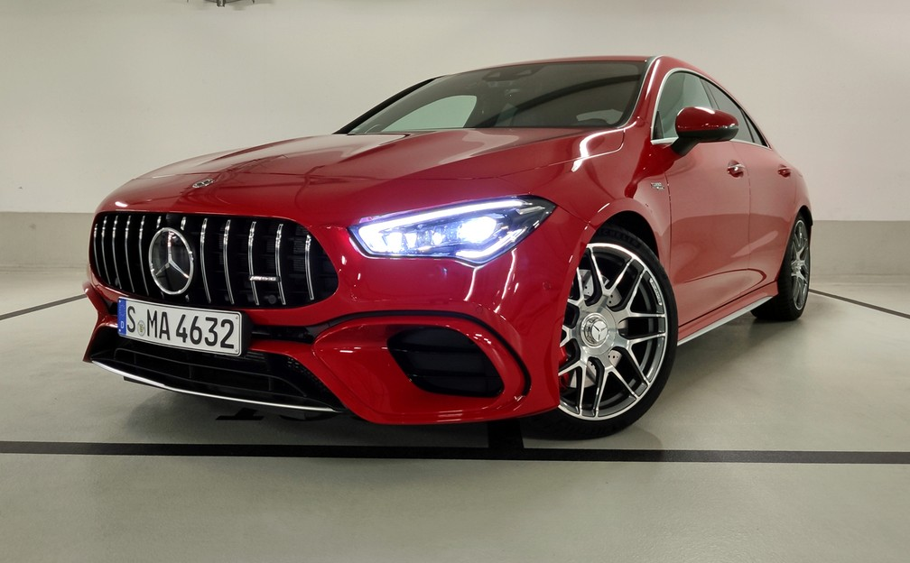 Mercedes-AMG CLA 45 S features AMG grille, 19-inch wheels and larger air intakes - Photo: André Paixão / G1