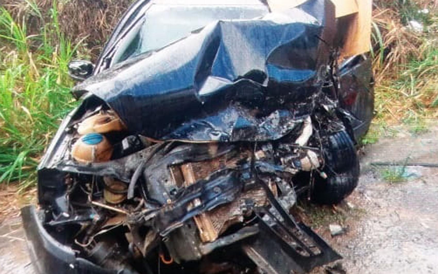 Homem morre e várias pessoas ficam feridas durante batida entre carros em rodovia no sul da Bahia