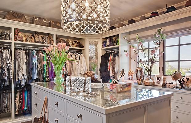 O incrível closet de Khloe (Foto: Divulgação/Jeff Andrews)