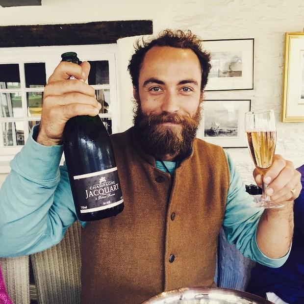 James Middleton comemorando o nascimento da Princesa Charlotte (Foto: Reprodução)