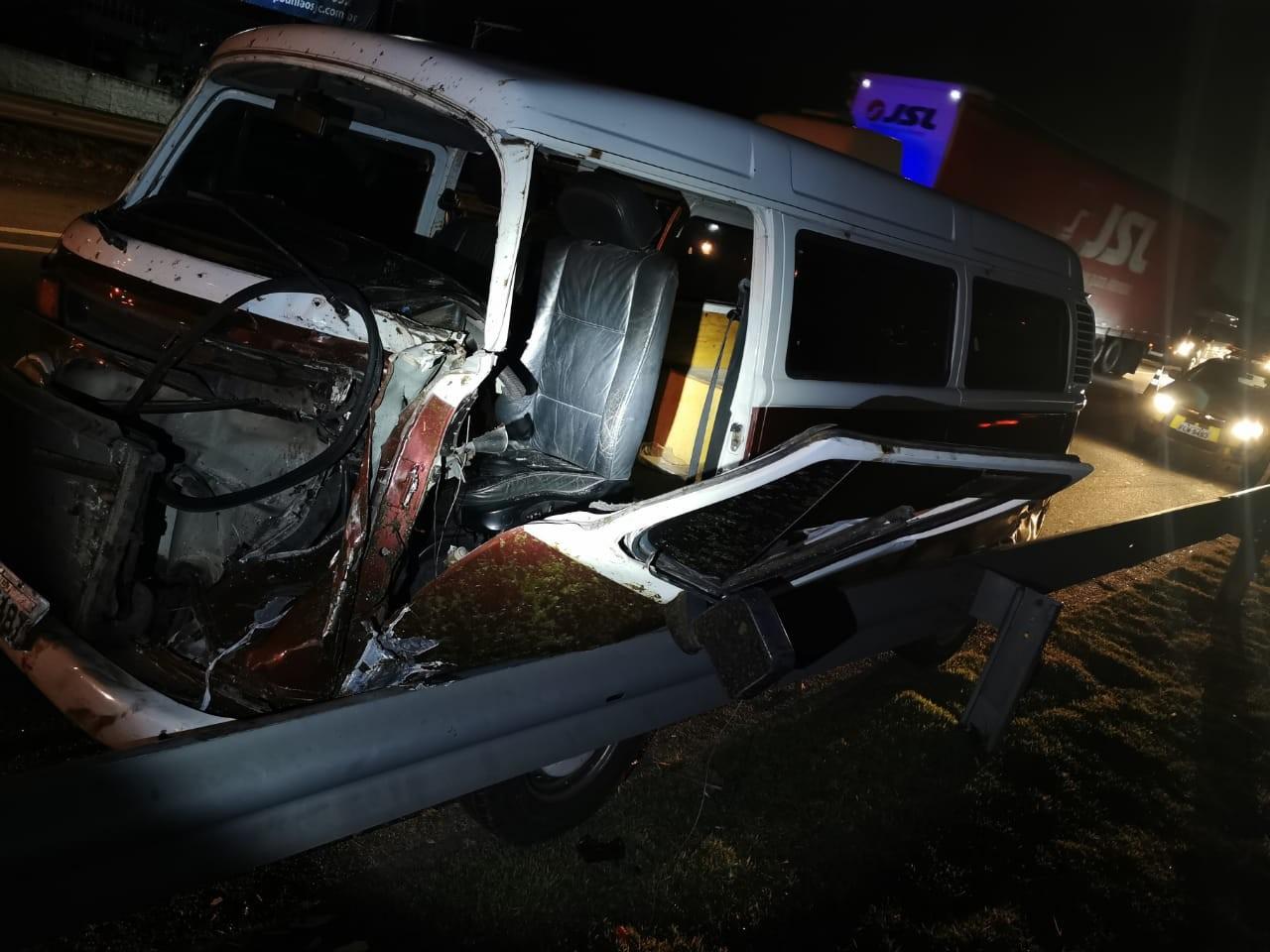 Motorista fica ferido após atropelar cavalo na Dutra em Jacareí
