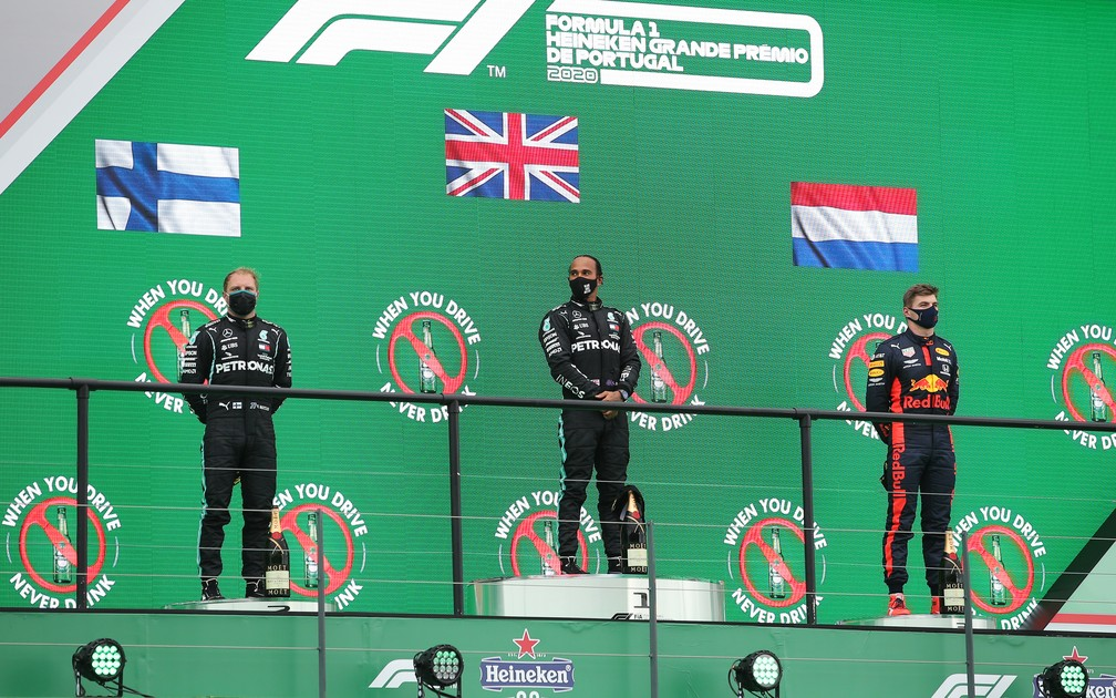 Bottas, Hamilton e Verstappen no pódio de Portugal — Foto: Getty Images