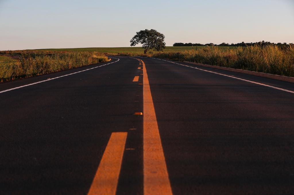 Governador assina contratos de concessão e parceria social de 931 km de rodovias em MT