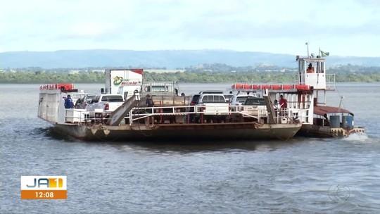 Fila de veículos para entrar em balsa atrapalha vida de moradores em Porto Nacional