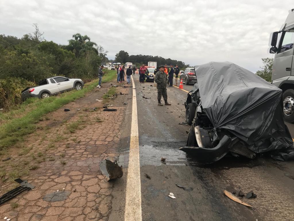 Casal morre em acidente entre carro e caminhão na BR-116, em Barra do Ribeiro - Notícias - Plantão Diário