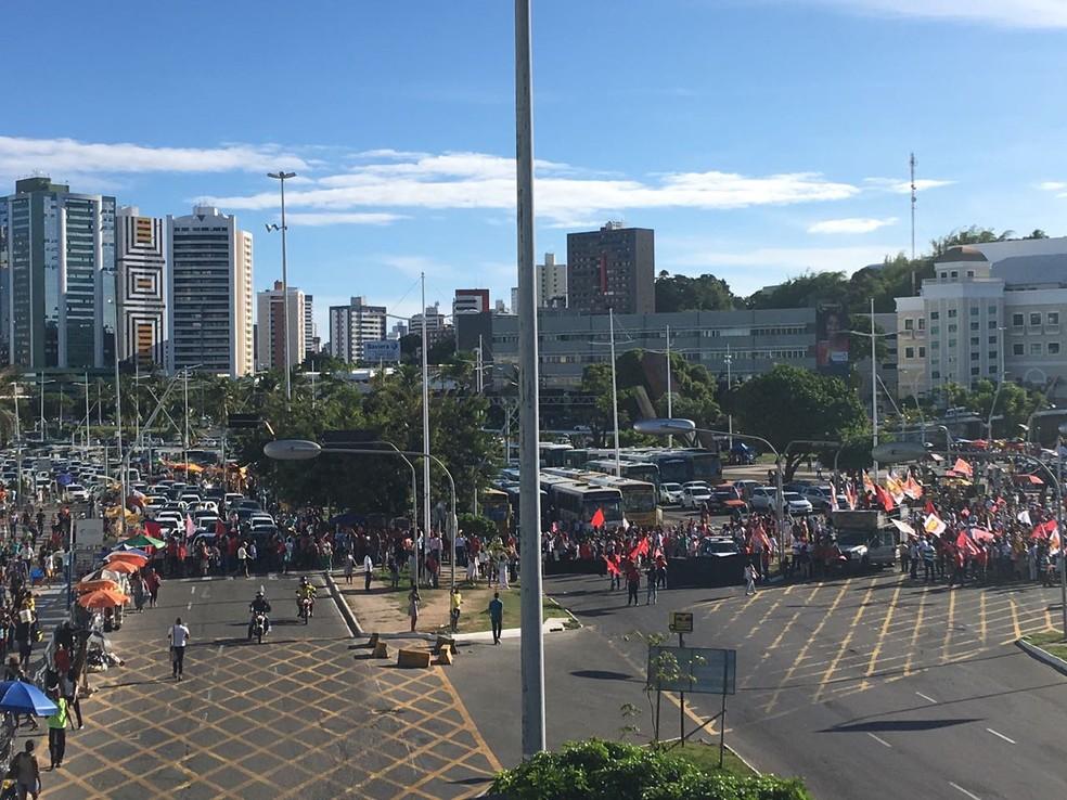 Protesto contra a prisão do ex-presidente Lula em Salvador (Foto: Maiana Belo/ G1)