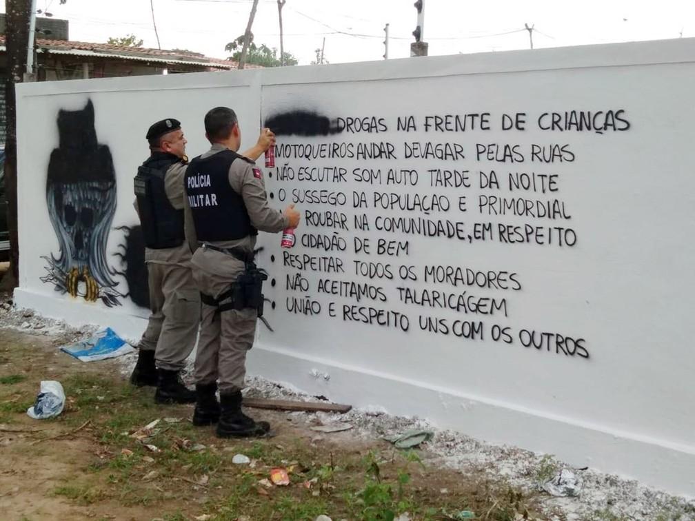 Polícia Militar cobriu regras determinadas pela facção em uma comunidade de João Pessoa (Foto: Sargento Pereira/Polícia Militar da Paraíba)