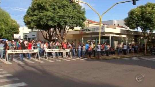 Mais de 9 mil trabalhadores enfrentam fila em feirão de empregos em Araçatuba
