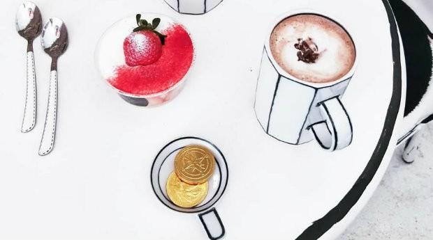 Até as canecas são estilizadas no The Unusual Café (Foto: Divulgação)