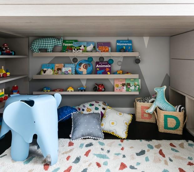 Debaixo da beliche, há um espaço lúdico para brincar. O elefantinho é da Mimoo Toys (Foto: Renada D'Almeida/ Divulgação)