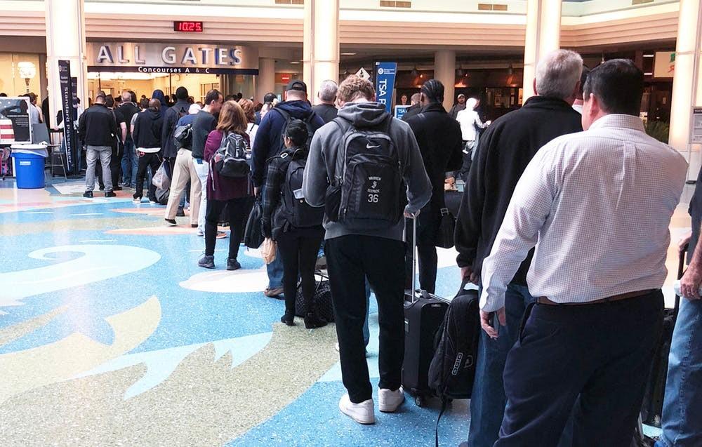 Uma fila traz o risco de lentidão em todo o grupo (Foto: James R. Martin/Shutterstock.com)