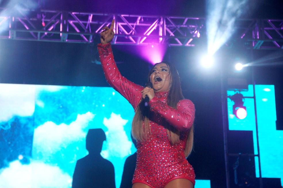 Márcia Fellipe faz show no palco do Sousa Folia 2018, nesta sexta (18) (Foto: Dani Fechine/G1)