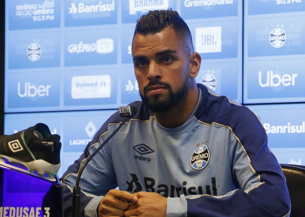 Maicon, capitão do Grêmio, falou sobre o momento de Everton — Foto: Eduardo Moura