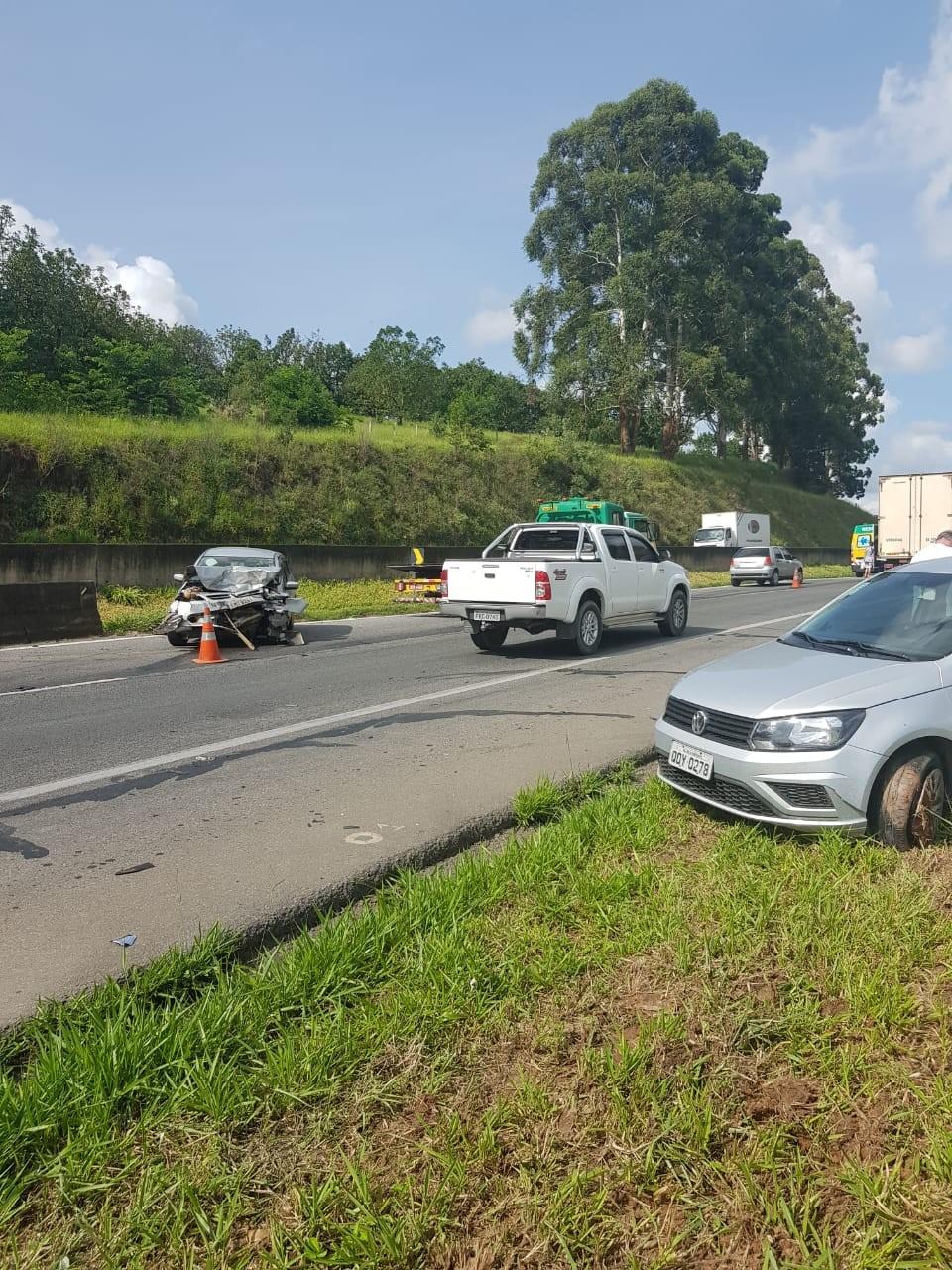 Mulher de 77 anos é atropelada após sequência de acidentes na Fernão Dias
