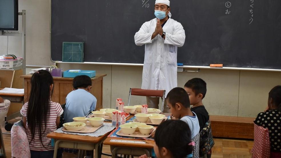 Ao contrário do Brasil, mais da metade dos docentes nos últimos anos do ensino fundamental japonês é formada por homens — Foto: Fatima Kamata/BBC News Brasil