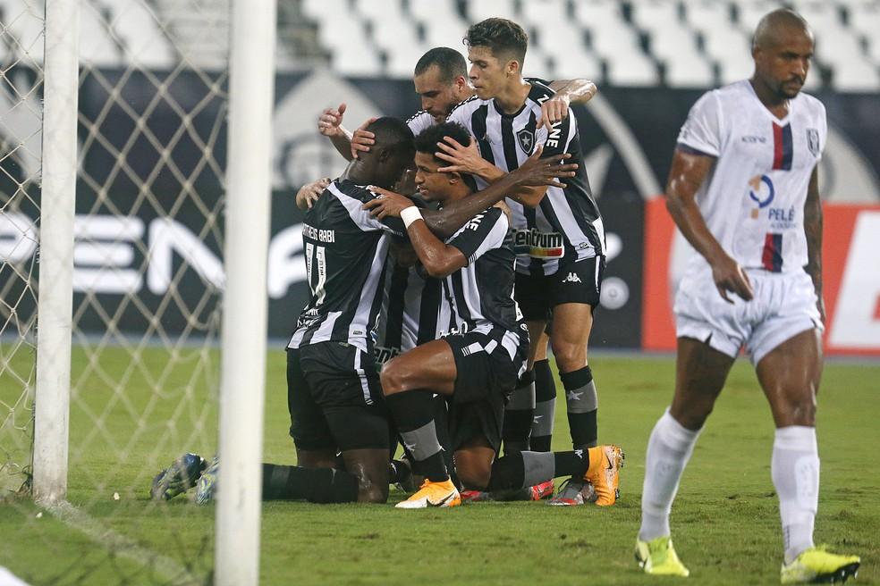 Botafogo apresenta evolução com Chamusca e vence o Resende  — Foto: Vitor Silva/Botafogo